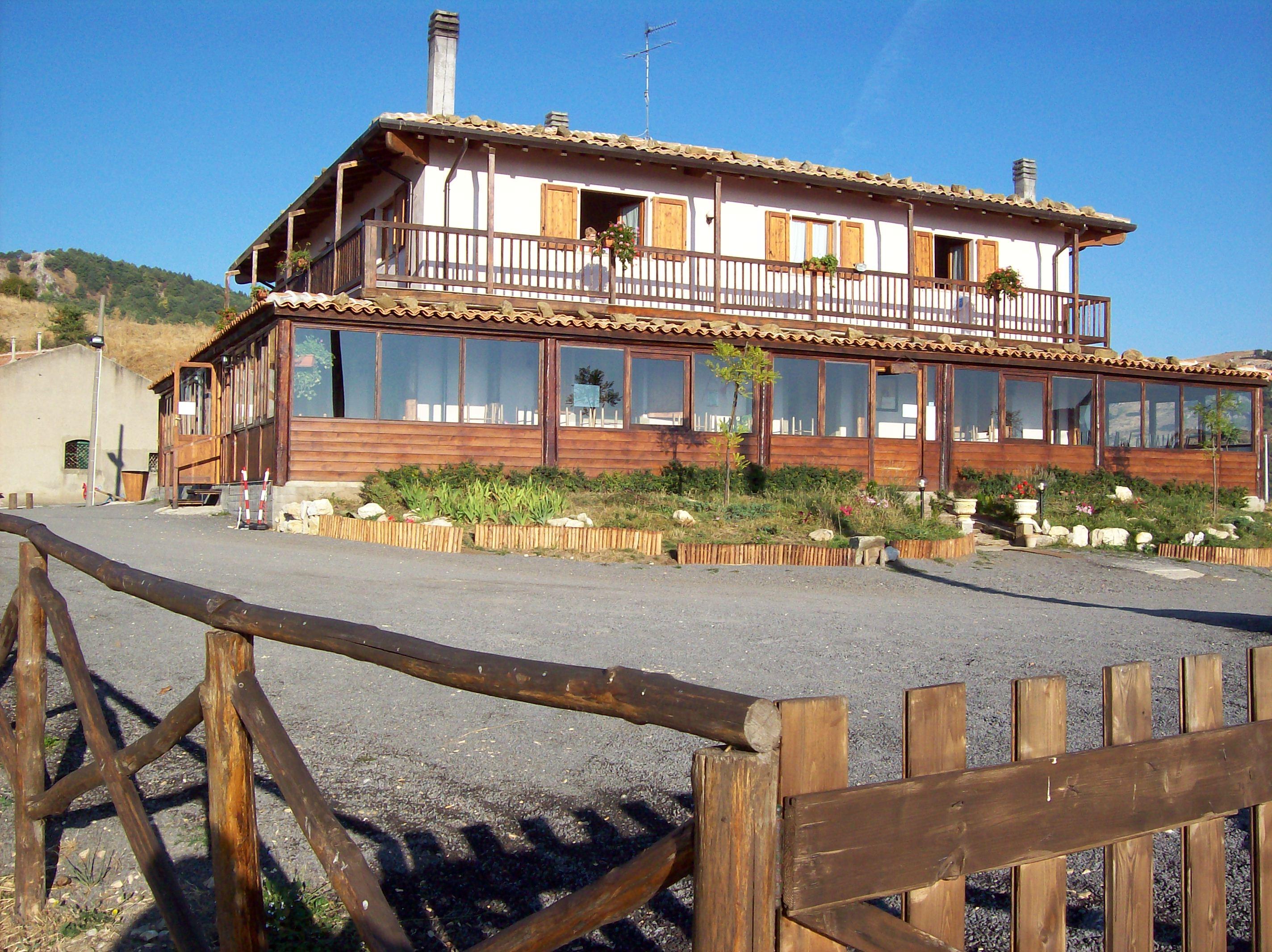 Hotel-restaurant 400 sq m