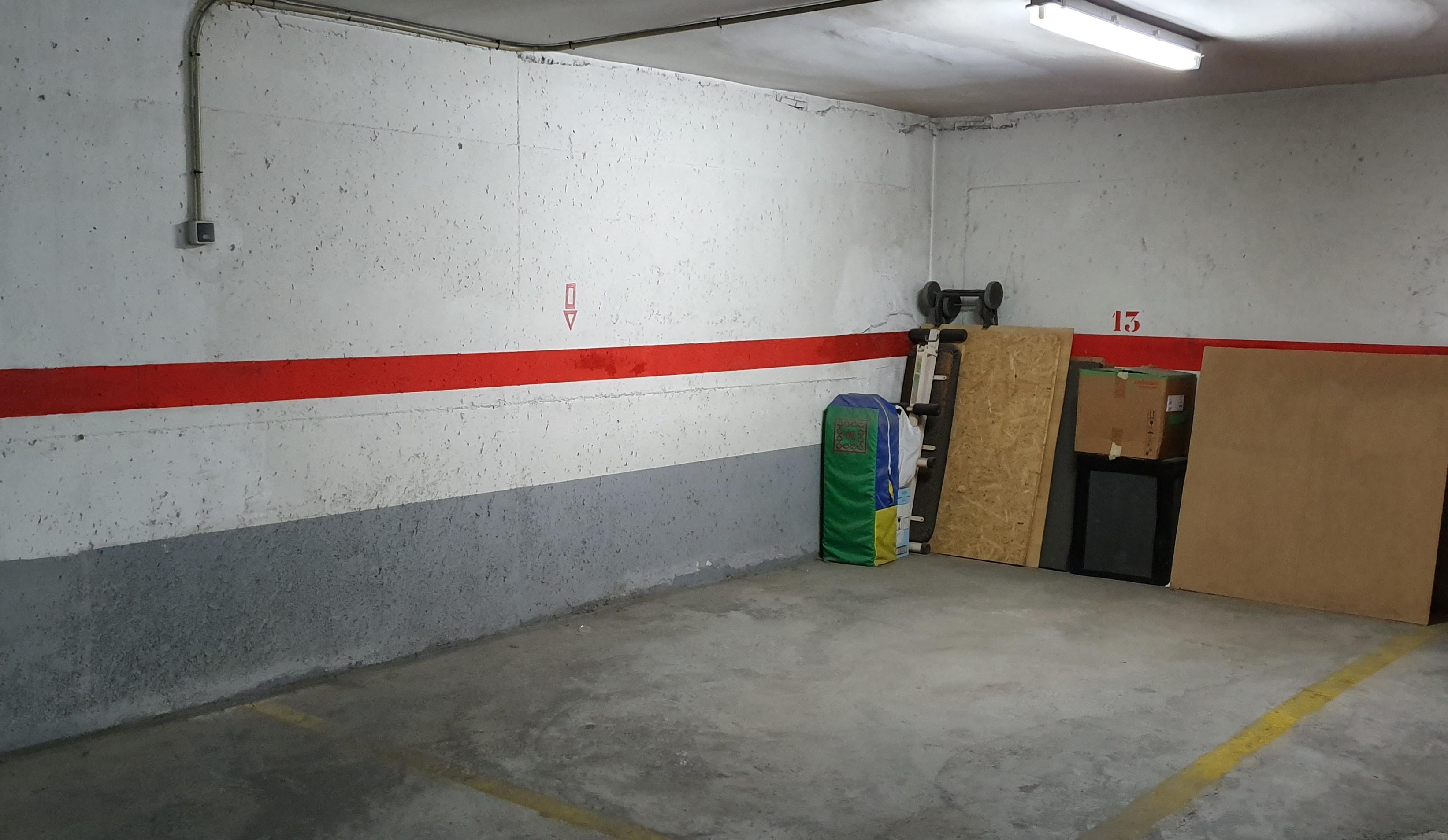 Aparcamiento   garaje   caja 11 m²